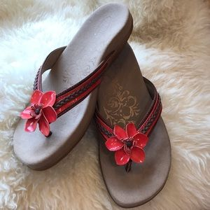 6e220e39665 Aetrex Selena Coral Flower Thong Sandals 7